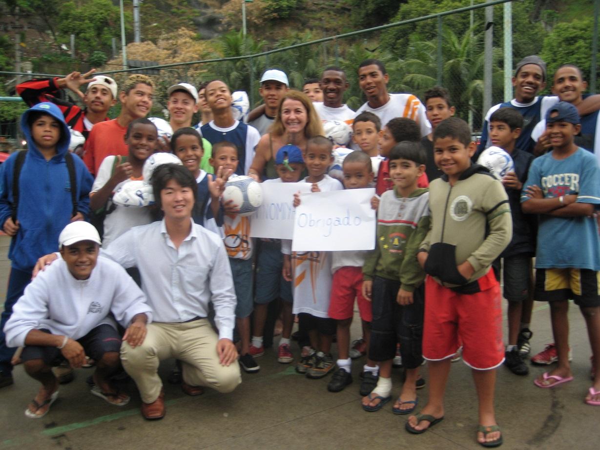 世界の国にサッカーボールを送る活動